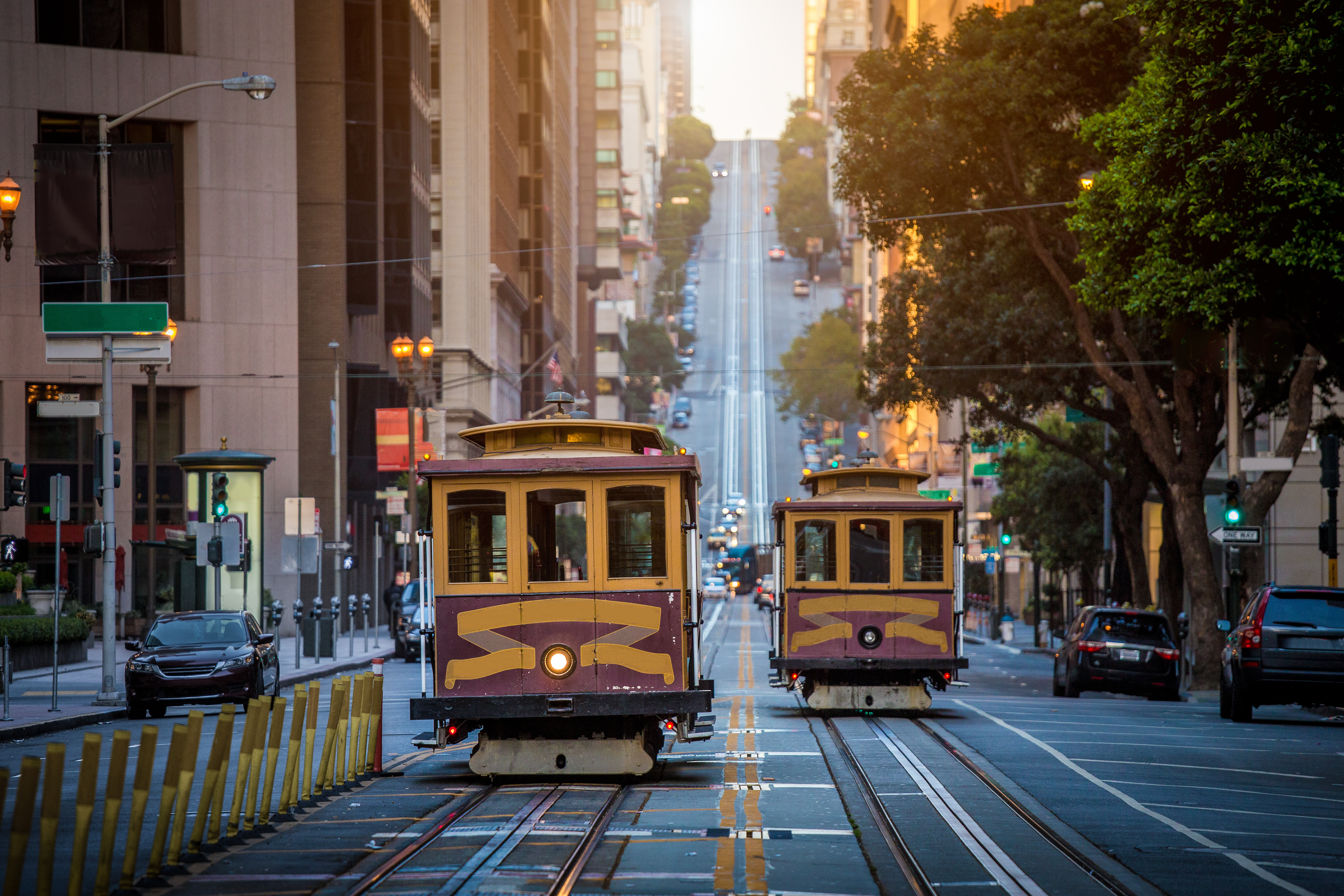 AdobeStock_191352496.jpeg (San Francisco Cable Cars on California Street...