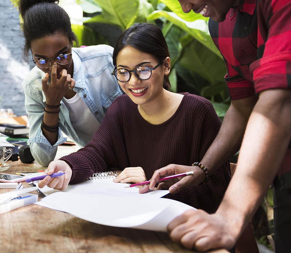 AdobeStock_165028770.jpg (Friends People Group Teamwork Diversity )